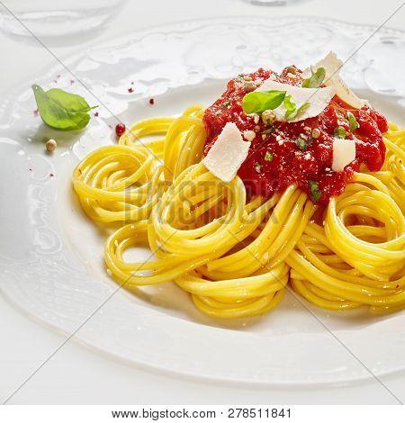 Italian Spaghetti Pasta With Tomato Sauce Dressing