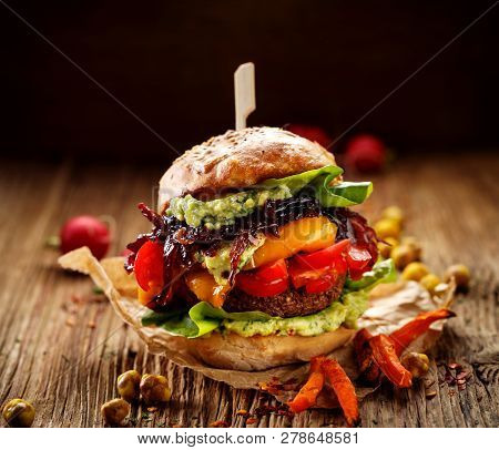 Vegan Burger, Carrot Burger, Homemade Burger With Carrot Cutlet, Grilled Bell Pepper, Cherry Tomatoe
