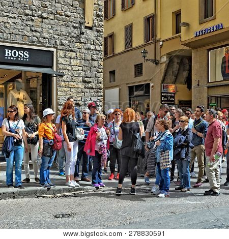 Tour Guide Tells The Group Of Tourists About Sights. Travelers Explore The City. Sightseeing. Exteri