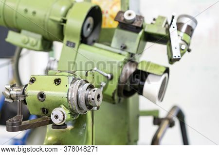 Close Up Adjustment Tool Holder And Feed Of Multipurpose Semi Auto High Precision And Accuracy Sharp