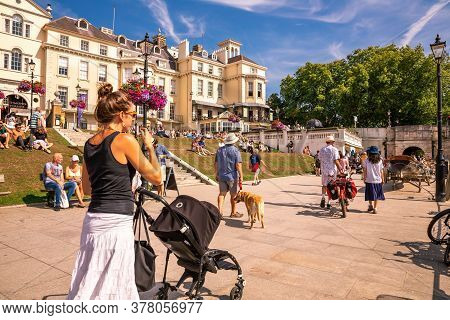 London, Uk - August 24, 2019 - People Relaxing At The Thames Riverside In Hot Sunny Summer Day In Ri