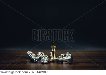 King Golden Chess Standing Of The Falling Silver Chess With Dark Background Concepts Of Leadership A
