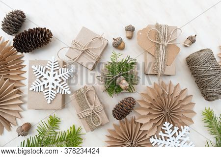 Hand Crafted Gifts With Natural Christmas Decorations Without Plastic.