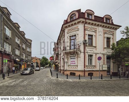 Plovdiv, Bulgaria - May 18, 2020: Typical Street And Houses At  The Center Of City Of Plovdiv, Bulga