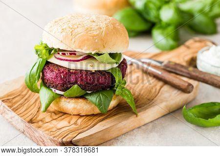 Veggie Beet  Burgers With Vegetables And  Greek Sauce. Healthy Food Concept. Veggie Beet  Burgers