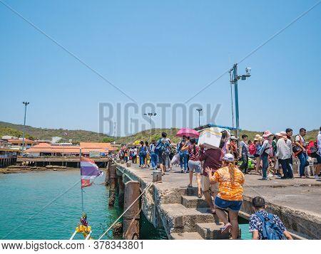 Chonburi/thailand -20 Apr 2019:crowd Of People Transport Bali Hai Pier On Koh Lan Harbor In Pattaya