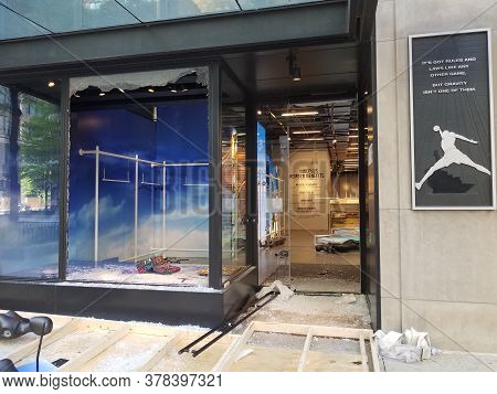 Chicago, Il May 31, 2020, The Nike Store Vandalized Looted On Michigan Avenue With Smashed Windows A