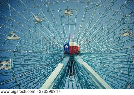 Dallas, Tx - October 6, 2015: Texas Star, The Largest Ferris Wheel In North America, Rises Above The