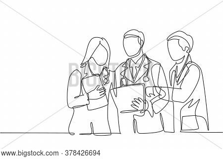 One Continuous Single Line Drawing Of Male And Female Doctors Discussing Patient Health Condition Wh