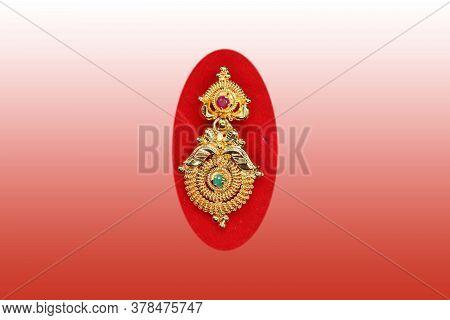 Wonderful Design Gold Earring On Gradient Background , Jewels Catalog