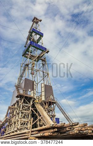 Drilling Rig For Drilling Wells In The Northern Field For The Extraction Of Oil And Gas. In The Fore