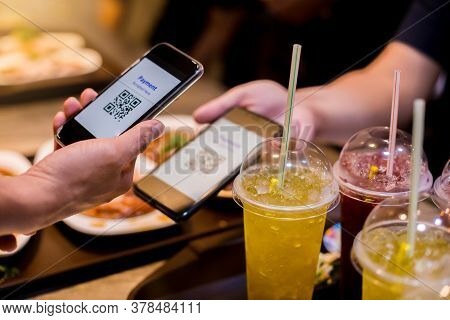 With Blurry Food, Dessert And Customers In Restaurant To Accepted Generate Digital Pay Without Money