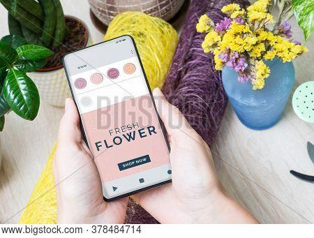 Online Flower Shop Flower Delivery. Floristry Copy Space