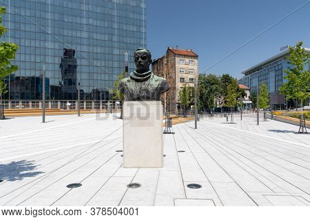 Belgrade, Serbia - June 30, 2019: Dimitrije Tucovic Bust Monument At Slavija Square In Belgrade, Ser