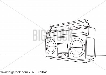 One Continuous Line Drawing Of Retro Old Fashioned Analog Radio Tape. Classic Vintage Audio Technolo