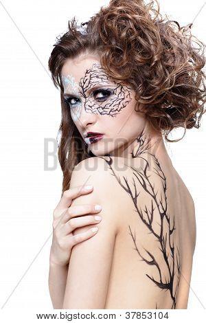 Model With Skew Bodyart