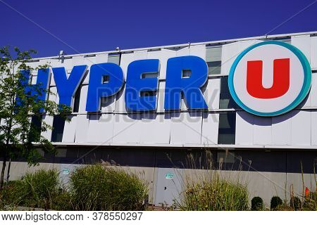 Bordeaux , Aquitaine / France - 07 25 2020 : Hypermarket Store Hyper U Text Shop Sign Hyper Market L