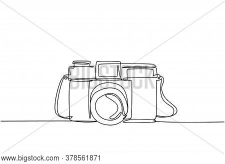 One Single Line Drawing Of Old Retro Analog Film Pocket Camera. Vintage Classic Photography Equipmen