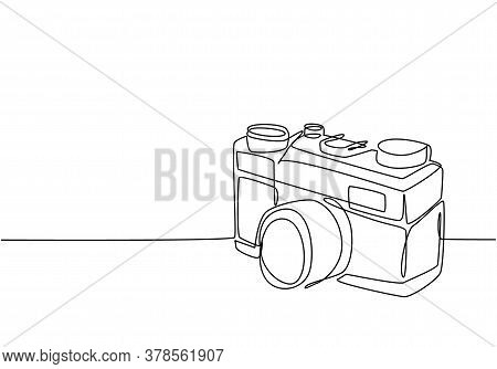 One Continuous Line Drawing Of Old Vintage Analog Pocket Camera, Side View. Retro Classic Photograph