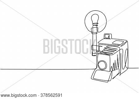 Single Continuous Line Drawing Of Old Retro Analog Camera Medium Format With Blitz Flash Light. Vint