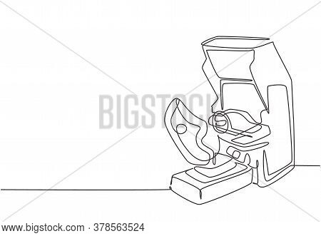 Single Continuous Line Drawing Of Retro Old Classic Wheel Car Racing Video Game Machine. Vintage Arc