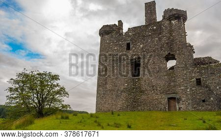 Kilchurn Castle, The Ruins Of A Scottish Castle At Twlight On The Banks Of Loch Awe, Argyll, Scotlan