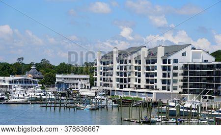 Virginia Beach, U.s.a - June 30, 2020 - A Waterfront Condominium By The Harbor