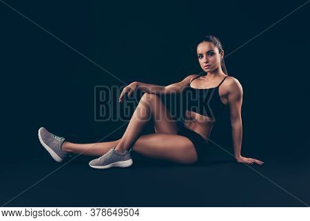 Portrait Of Her She Nice-looking Attractive Sportive Adorable Content Strong Serious Lady Sitting On