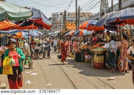 Mawlamyine, Myanmar - February 3, 2020. Busy Morning Market Of The Fourth Largest City Of Myanmar.ch