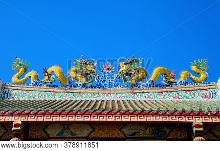 Golden Dragon Statue On Shrine Roof, Dragon Statue On Chinese Temple Roof As Asian Art,  Blue Sky Ba