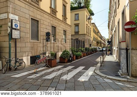 Milan, Italy - April 17, 2018. View Of The Intersection Of The Via Gesu And Via Della Spiga In The H