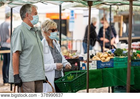Richmond, North Yorkshire, Uk - August 1, 2020: A Mature Couple Wearing Protective Face Masks Shoppi