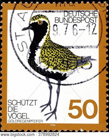 02 09 2020 Divnoe Stavropol Territory Russia The German Postage Stamp 1976 Protection Of Birds Golde