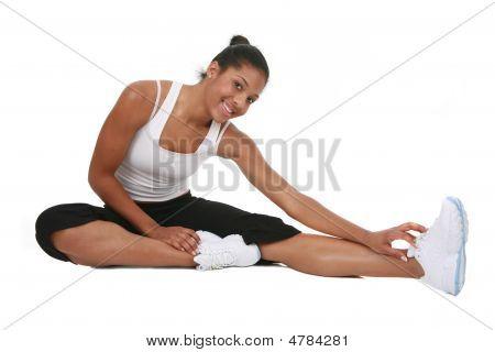 Glückliche junge Afroamerikaner weiblich Workout