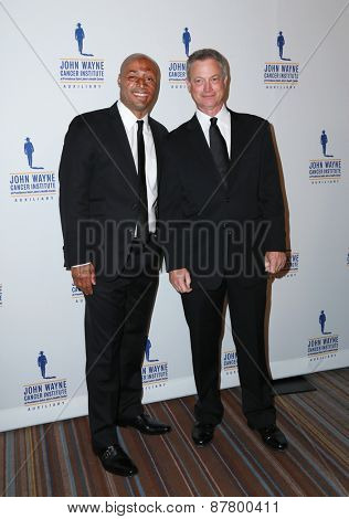 LOS ANGELES - FEB 11:  J.R. Martinez, Gary Sinise at the 30th Annual John Wayne Odyssey Ball at the Beverly Wilshire Hotel on April 11, 2015 in Beverly Hills, CA