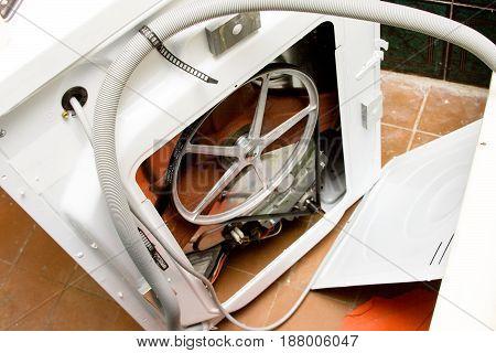 ashing machine Set of plumbing tools Washing-machine