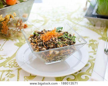 Ensalada de lentejas y verdura. Salad of lentils and vegetables.