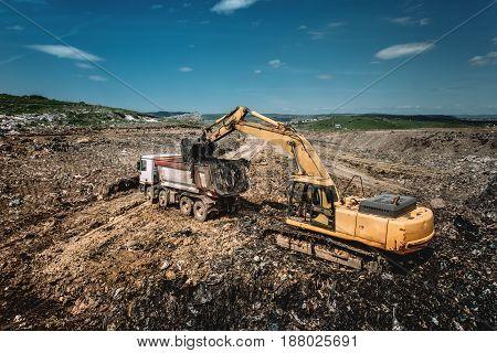 Industrial Excavator Loading Dumper Trucks With Garbage