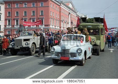 SAINT-PETERSBURG, RUSSIA - MAY 09, 2017: Festive procession of retro cars on Nevsky Prospekt. Victory Day in St. Petersburg