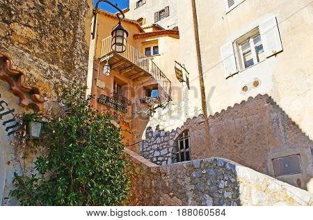 The Maze Of Eze Streets
