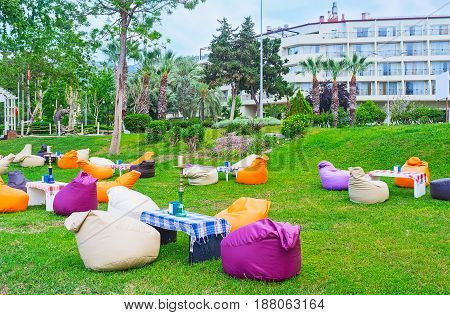 Cafe On The Lawn