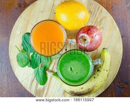 conjunto de zumos naturales. Set of natural juices.