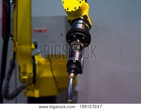 Automatic robotic arm for metal welding operations