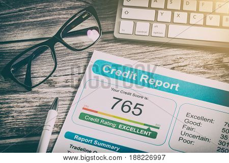 Application for a loan. Credit report advantages and disadvantages.