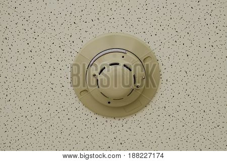 Smoke detector on ceiling in safety zone room.