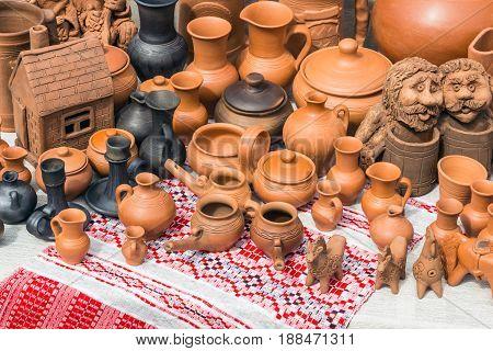 figuline (pottery) handmade (crock pot house and etc.)