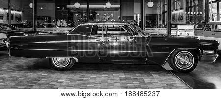 BERLIN GERMANY - MAY 17 2014: Full-size luxury car Cadillac Coupe de Ville (1967). Черно-белый. 27-ой Oldtimer Day Berlin - Brandenburg
