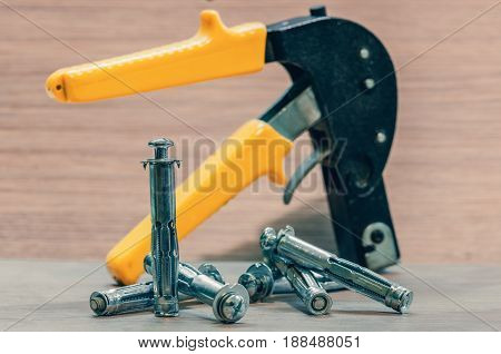 Dowels, gypsum wall fastenings and building gun