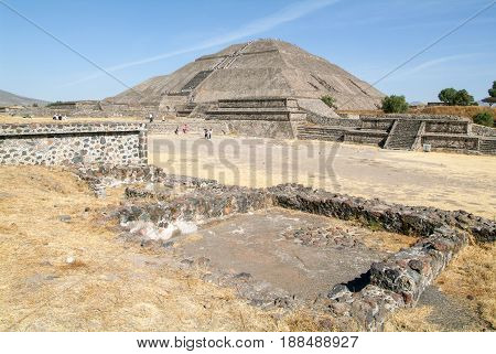 The Sun Pyramid At Teotihuacan En Mexico