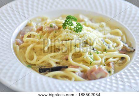 pasta spaghetti or spaghetti carbonara , spaghetti